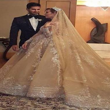 عروس ملك جمال لبنان بفستان من الماس