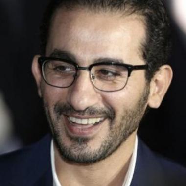 """أحمد حلمي وابنه وحملة """"السنين الأولى تفرق"""""""