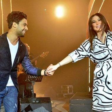 إليسا وأحمد جمال يداً بيد