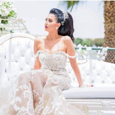 غادة عبد الرازق سعيدة بفستان زفاف سلمى