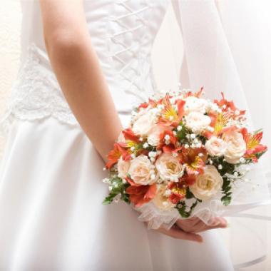 خطّـطي لحفـل زفافـكِ لتتجنّبي الضّغط النّفسيّ