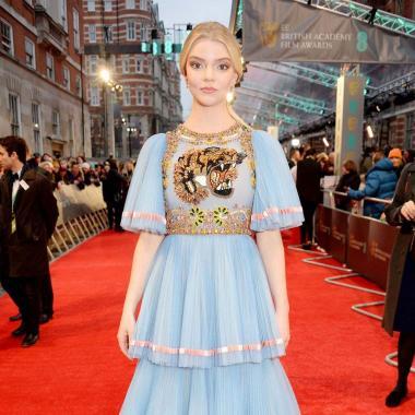 بالصور: إطلالات المشاهير في حفل توزيع جوائز بافتا في لندن