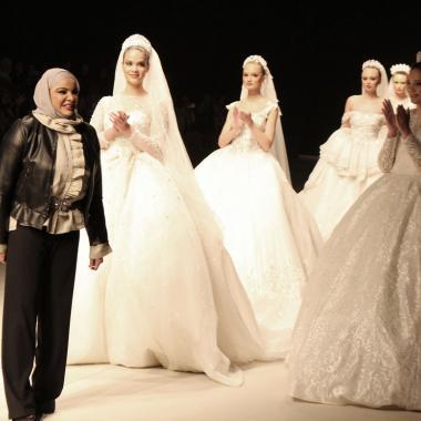 المصمّمة الكويتيّة أديبة المحبوب تخطف الأنظار في أسبوع الموضة في بيروت