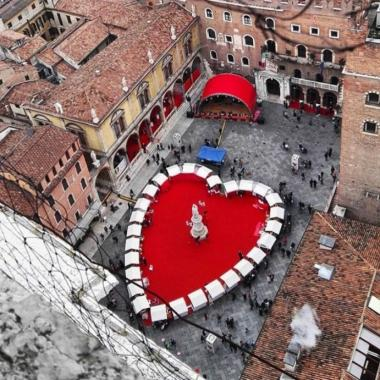 عيد الحب في فيرونا الإيطالية له نكهة مختلفة