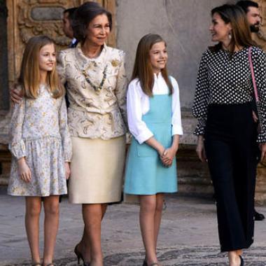 بالفيديو : الملكة ليتثيا تصدم اسبانيا بتطاولها على حماتها الملكة صوفيا