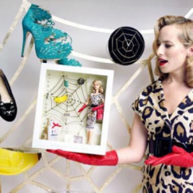 Barbie تلبس تصاميم Charlotte Olympia