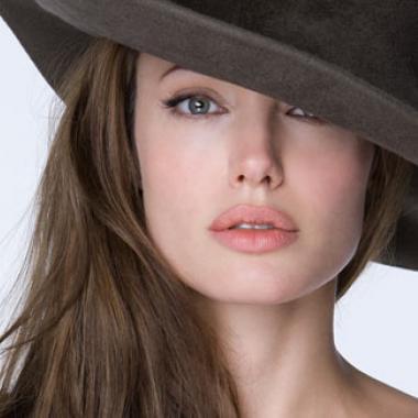 أنجلينا جولي تشتري قصرا ب19 مليون جنيه استرليني قرب منزل براد بيت