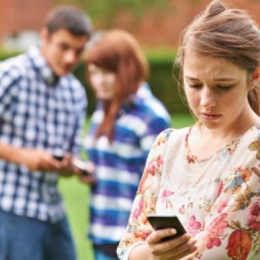 التّسلّط الإلكترونيّ يسرق أمان أولادنا مهدّداً حياتهم