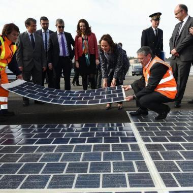 أول طريق في العالم تولّد الطاقة الشمسية في فرنسا