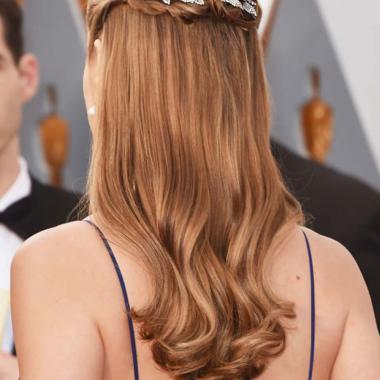 15 فكرة لأجمل تسريحات الشعر في موسم الأعياد