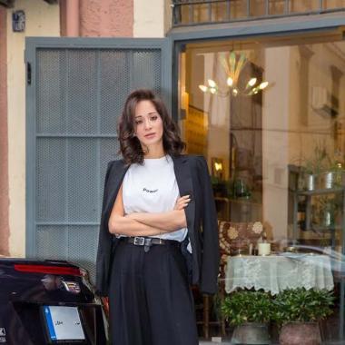 10 قمصان نسوية لارتدائها احتفاء باليوم العالمي للمرأة