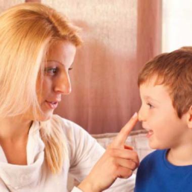 طفلي وعادة الكذب... كيف أتعامل معه؟