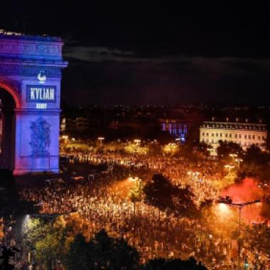 بالصور:هكذا احتفلت فرنسا بفوزها للمرة الثانية بكأس العالم!
