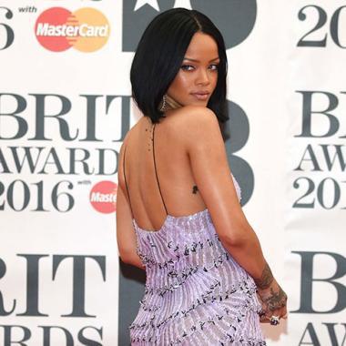 أديل وريهانا وكايلي مينوغ يخطفن الأنظار في حفل الـ Brit Awards