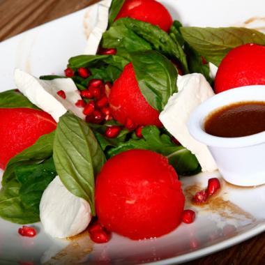 البطّيخ الأحمر مع الجبنة البلديّة