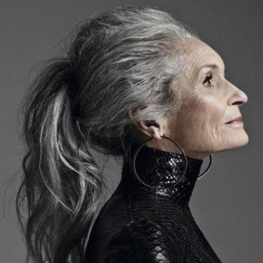 عارضة الأزياء البريطانية ابنة التسعين تكشف سر الجمال