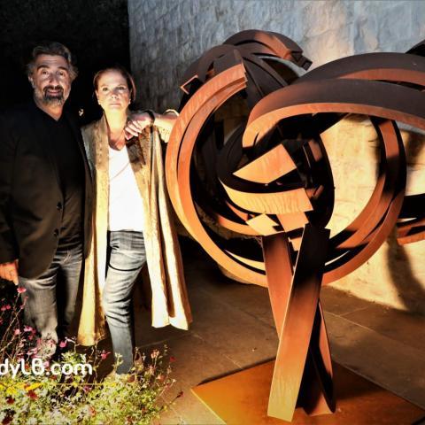 """Art in Motion تبدّد الظلام بالفنّ من خلال معرض منحوتات لأناشار بصبوص """"بين الظلّ والنور"""""""