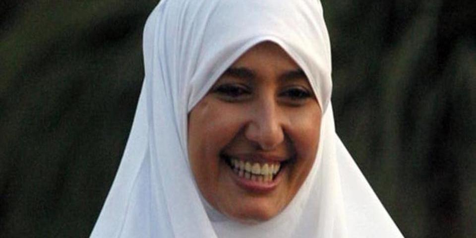 ضجة ولغط حول خلع حلا شيحة الحجاب