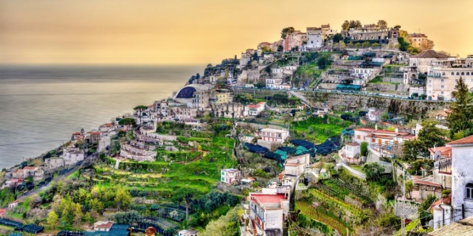 رومانسية خلّابة على ساحل أمالفي الإيطالي