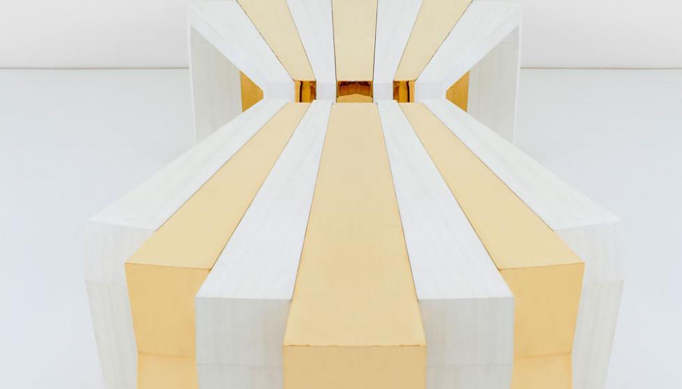 طاولاتٌ خشبيّةٌ تختصر المفاهيم الإنسانيّة بتوقيع المصمّم وائل فران