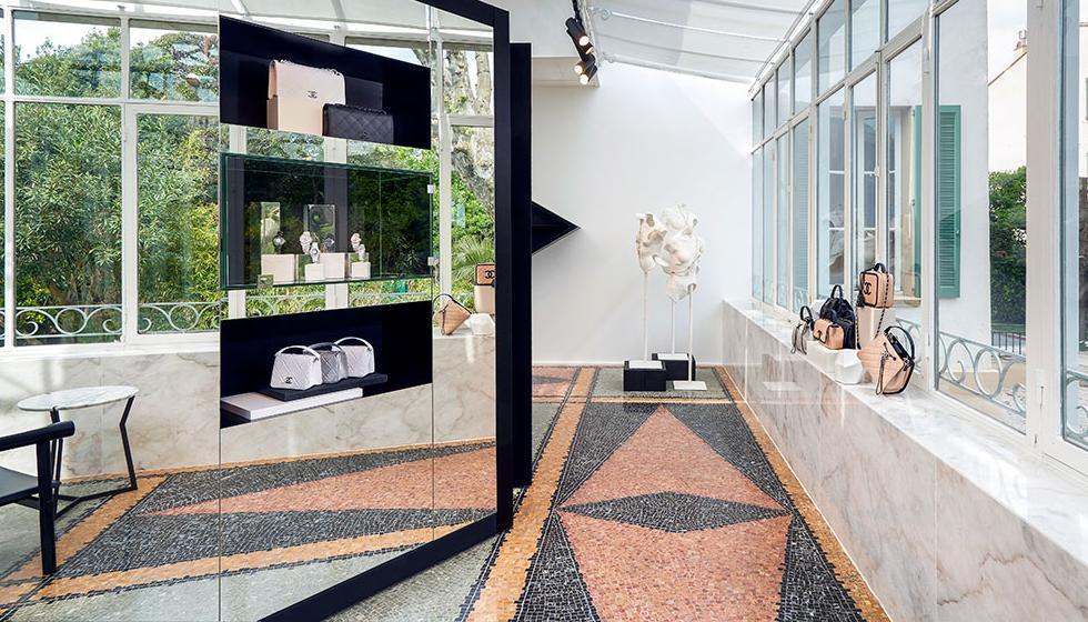 دار شانيل تعيد افتتاح متجرها في سان تروبيه