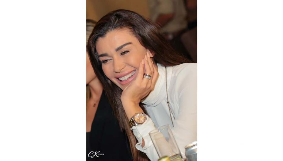 بالصور: نادين الراسي متألقة في عيدها وسط الأصدقاء!