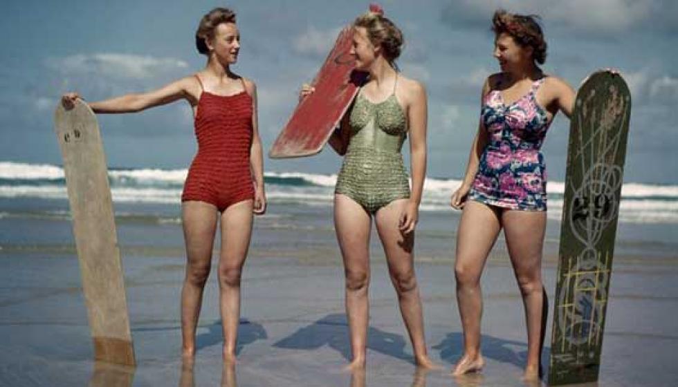 """عليكِ بالـ """"بيكيني"""" القطعة الواحدة خلال موسم السباحة!"""