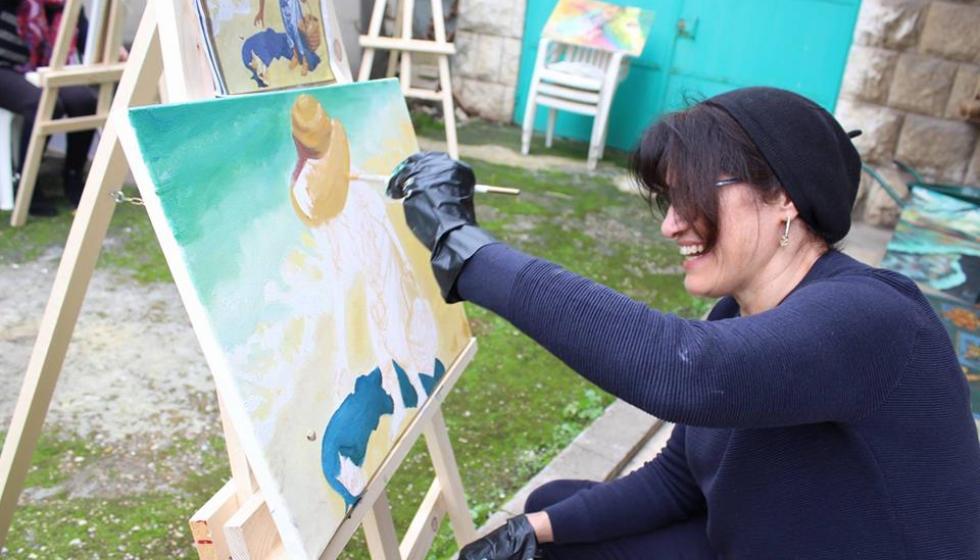 """الرسم لمساعدة الأطفال المصابين بـ """"السرطان"""""""