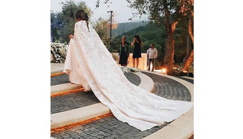 الصور الاولى والقبلة الاولى من زفاف نادين نجيم