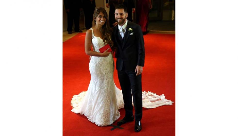 الصور الأولى من حفل زواج ليونيل ميسي بحبيبة عمره