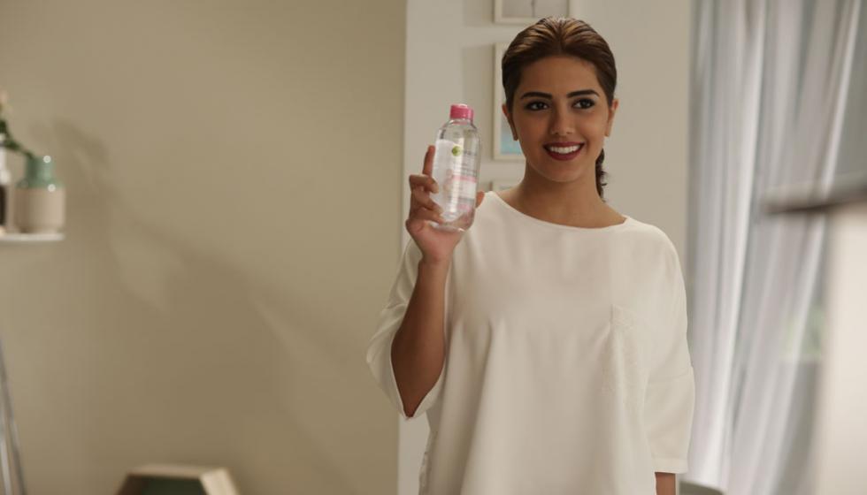 مع Micellar Cleansing Water من Garnier خطوة واحدة تزيلُ الماكياج عن بشرتك وتنظّفها وتلطّفها!