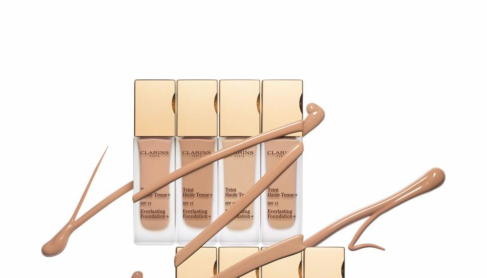 بشرة مثالية مع Everlasting Foundation+ من Clarins
