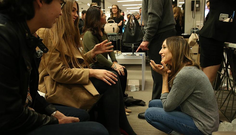 """الممثلة الاميركية """"سارة جيسيكا باركر"""" تتفقد مجموعة الأحذية الخاصة بها"""