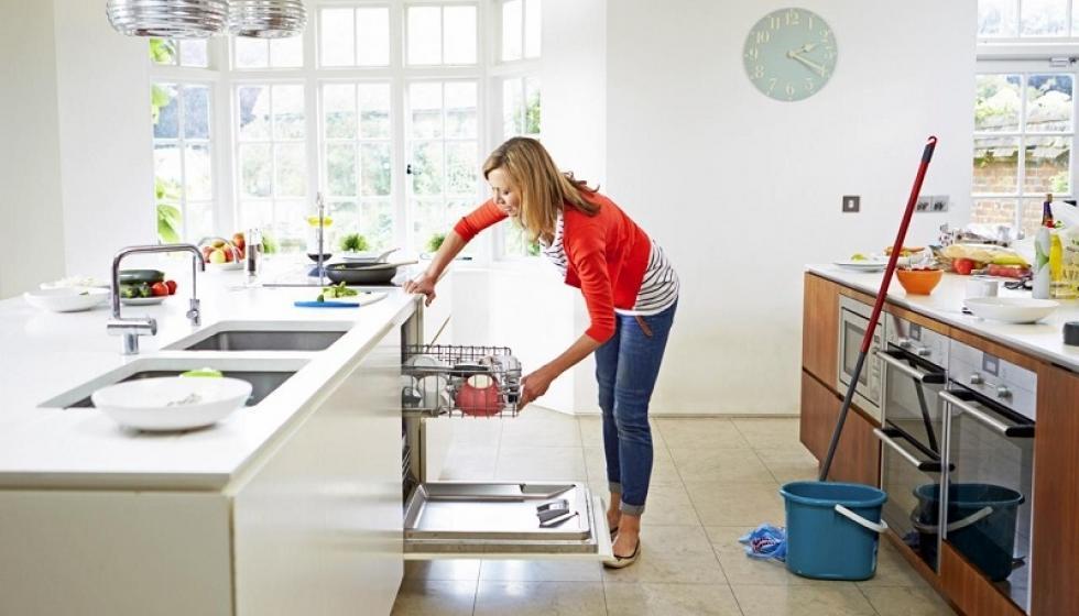 أبعدي الإكتئاب عنك بالأعمال المنزلية!