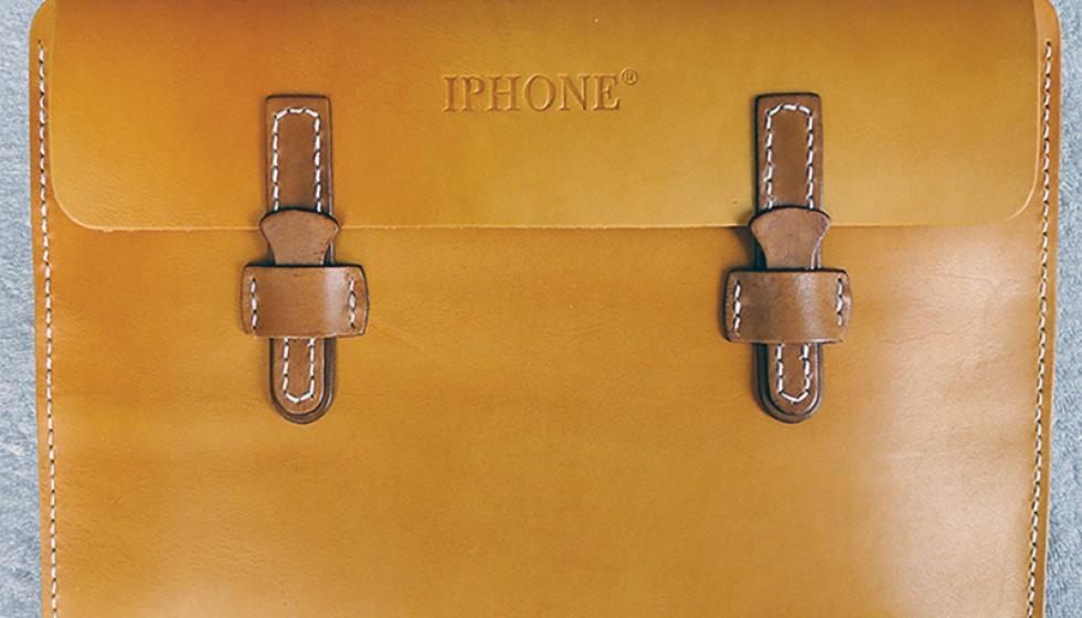 """آي فون في الصين حذاء وحقيبة، و""""أبل"""" في مصيبة!"""