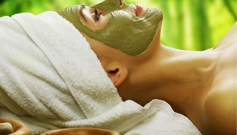 لماذا لا تجرّبين الطين الأخضر على بشرتكِ؟