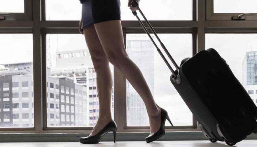 ماذا كتبت المضيفة الهولندية عن مغامراتها الجنسية في الطائرة؟