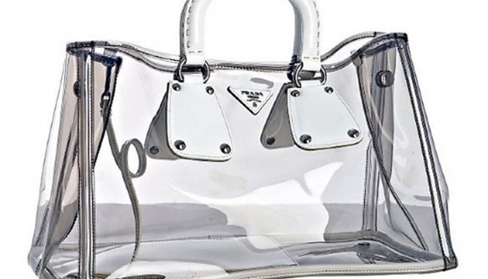حقائب Prada شفافة وجريئة للمرأة العصرية