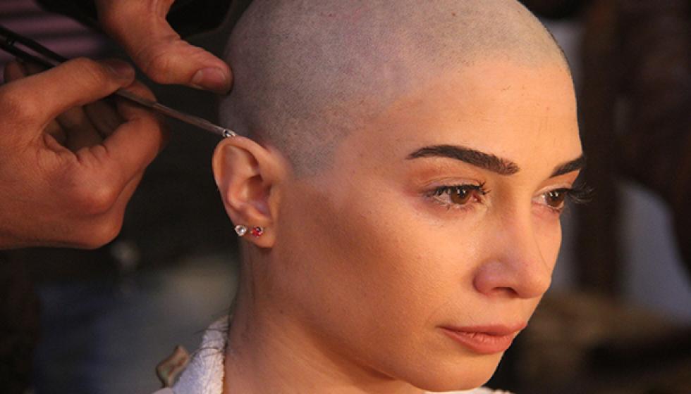 """جيانا عنيد تقص شعرها على """"الزيرو"""" من أجل خديجة"""