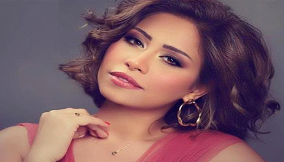 فيديو: شيرين عبد الوهاب تتحرش بـ عادل امام