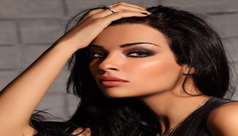 نادين نجيم مغنية قريباً!
