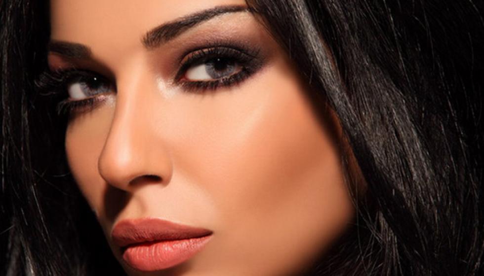 بسبب مواقفها من الجنس والمساواة... حملة على نادين نسيب نجيم