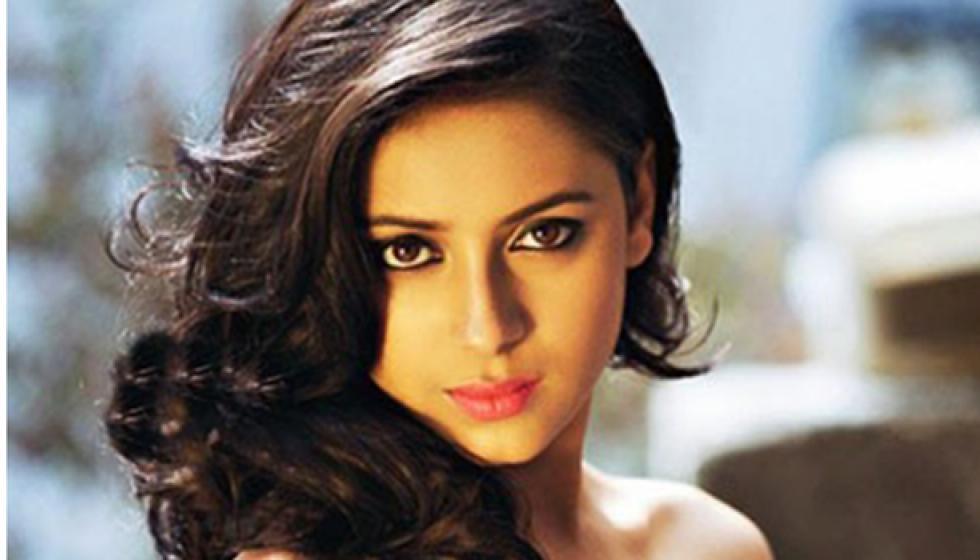 لماذا انتحرت النجمة الهندية الشابة براتيوشا بانيرجي؟