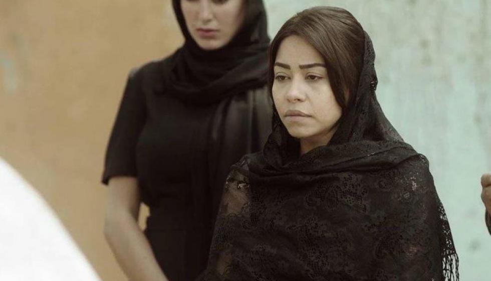 شيرين عبد الوهاب تنتهر صحافية في عزاء والدها