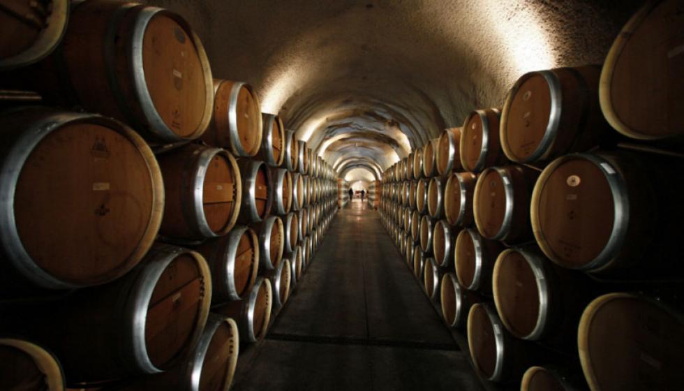 النّبيذ... أيُّ نوعٍ يُحفظ سنوات؟ وكيف؟