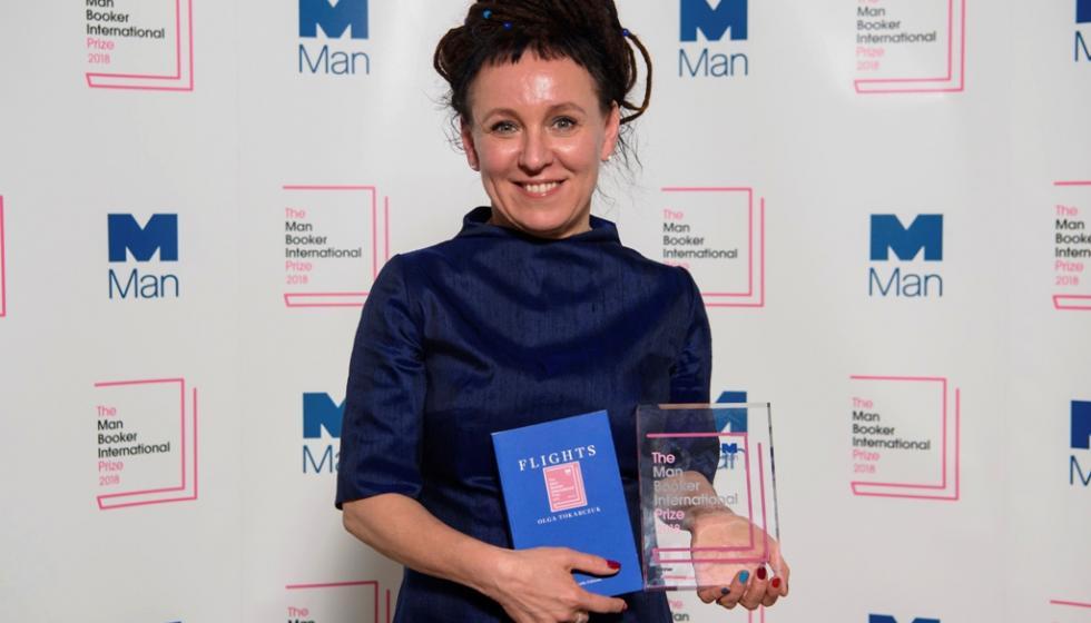 أولغا توكارتشوك أول كاتبة بولندية تفوز بجائزة بوكر