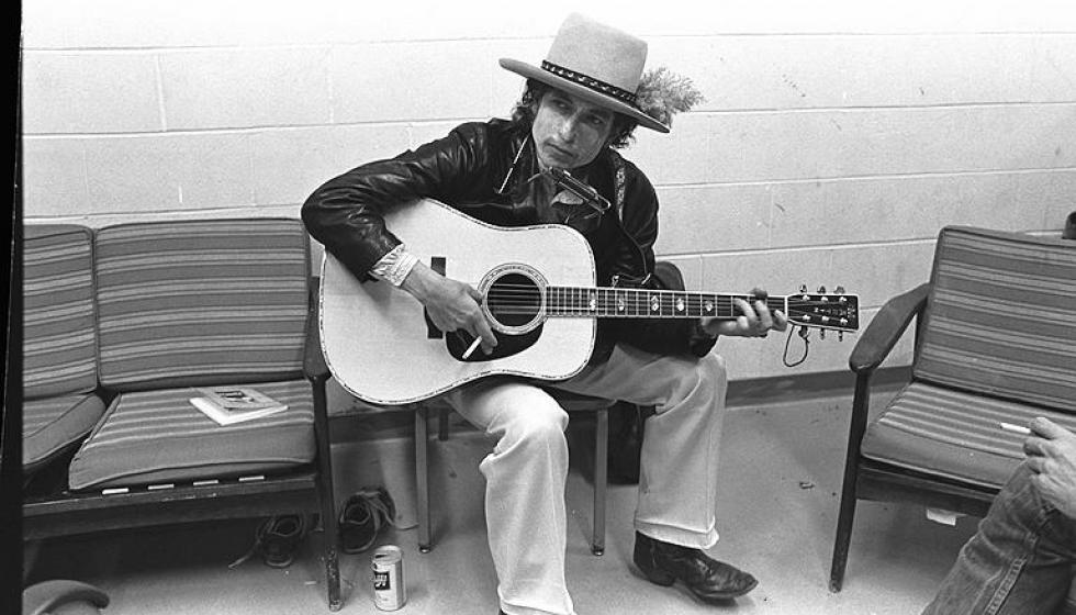 ثمن قياسي لغيتار عزف عليه بوب ديلن في السبعينات