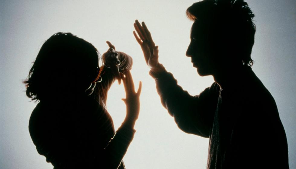 """""""انا قصتي قصة"""" في مواجهة العنف ضد المرأة"""