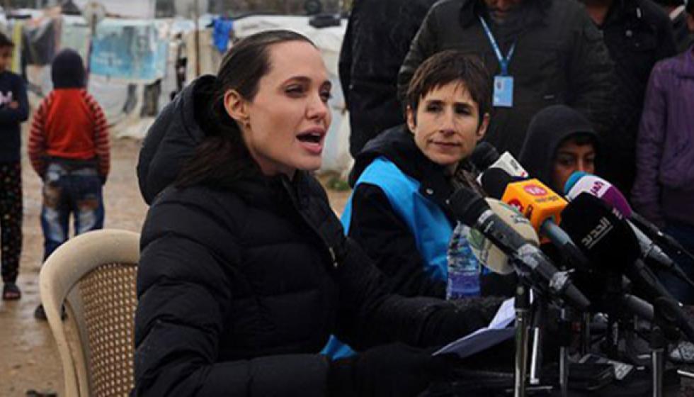 أنجلينا جولي في مخيمات اللاجئين السورينن في لبنان