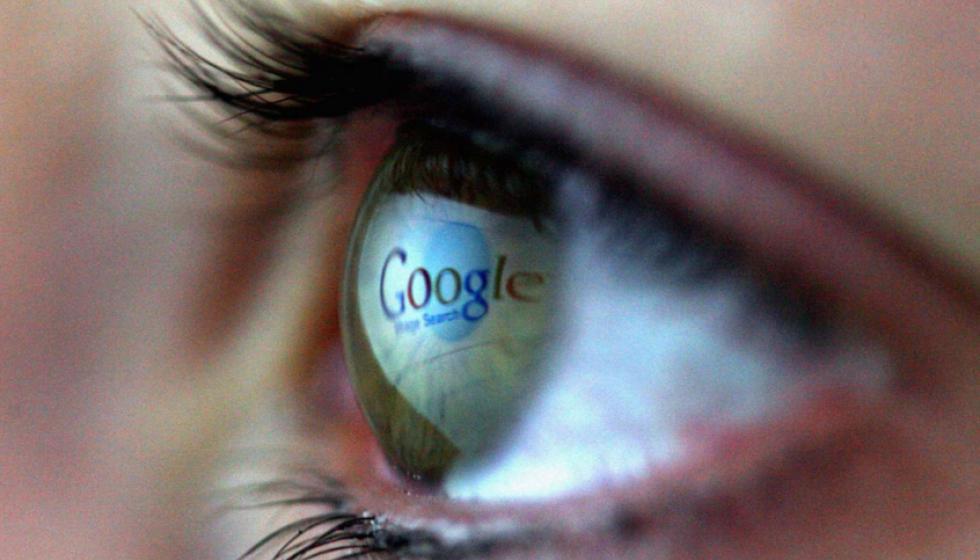 """شركة غوغل تُعِدُّ """"كمبيوتر"""" لمقلة العين، يصحّحُ البصر"""